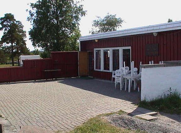 Terassen og klubbhuset på Granholmen