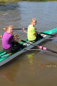 Siri og Jenny etter deres første løp i skikkelig regatta. flott innsats i vind og bølger.