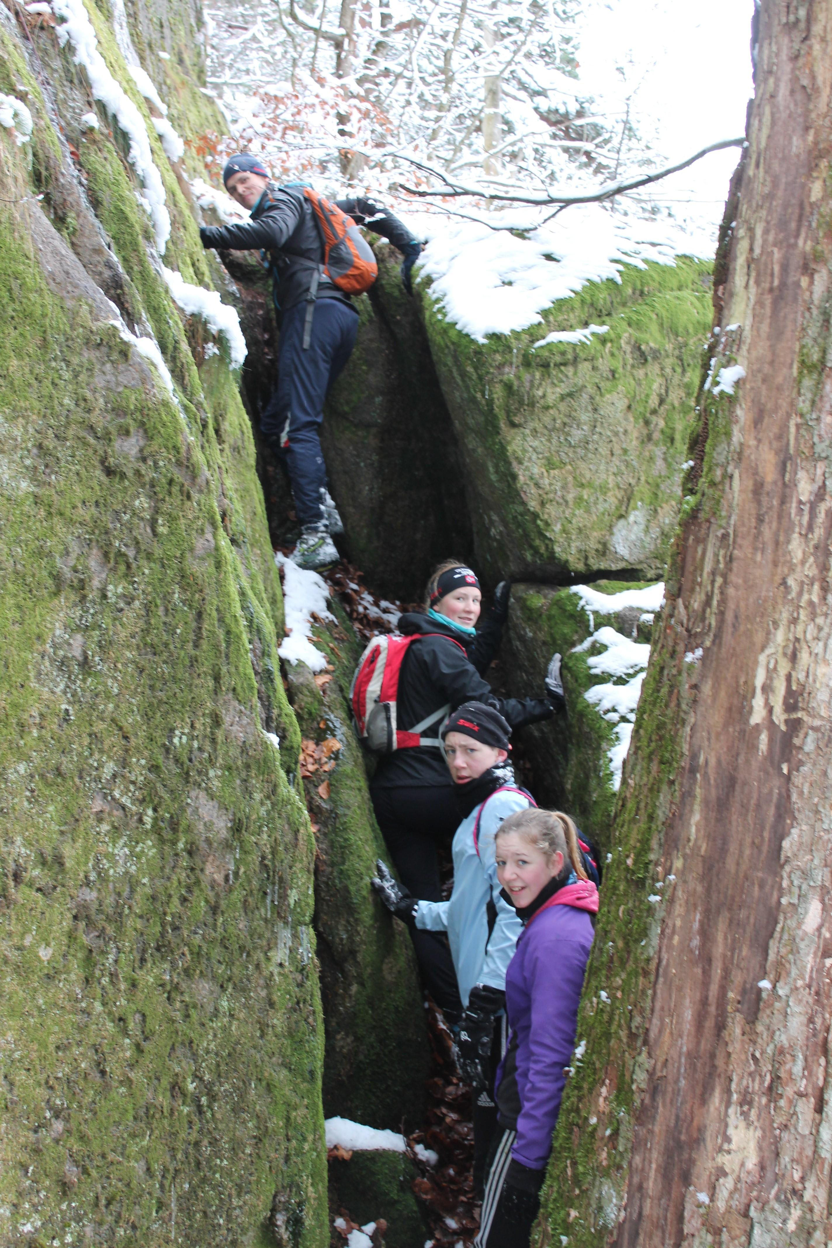 Kø i et vanskelig klatreparti.
