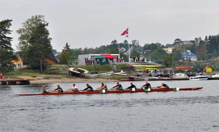 Sandefjords åtter passerer Granholmen i dagens siste løp